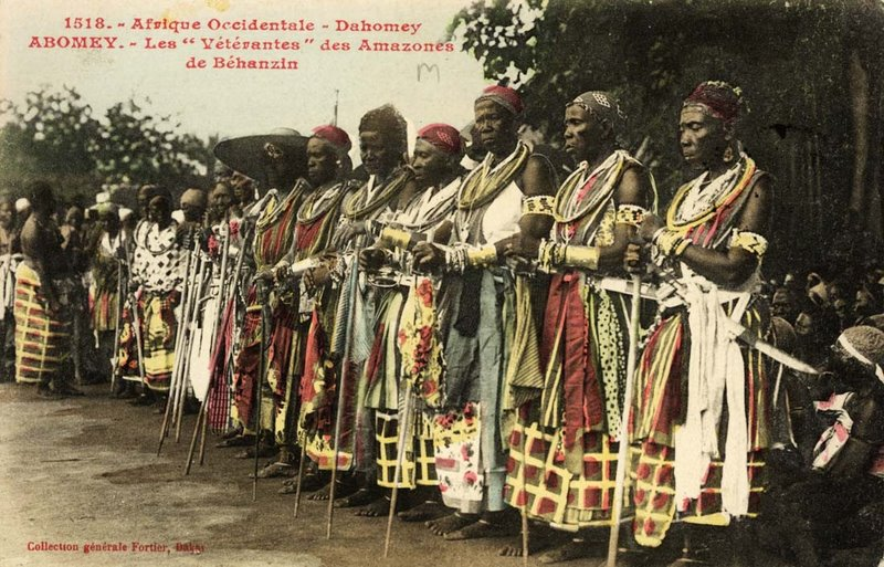 The_célébration_at_Abomey(1908)._-_The_veteran_amazones(_AHOSI_)_of_the_Fon_king_Béhanzin,_Son_of_Roi_Gélé